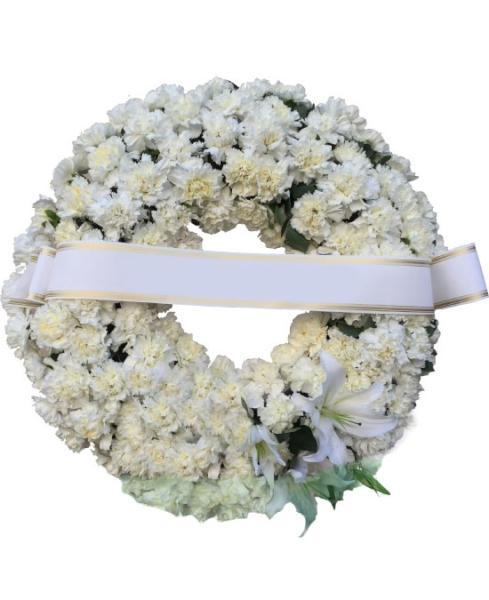 Corona funeraria de claveles blancos